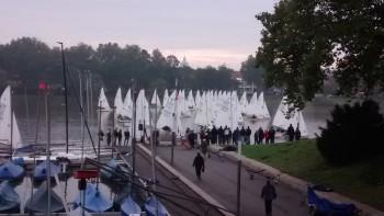 Fast ohne Wind stehen 40 Piraten über die Startlinie in Münster